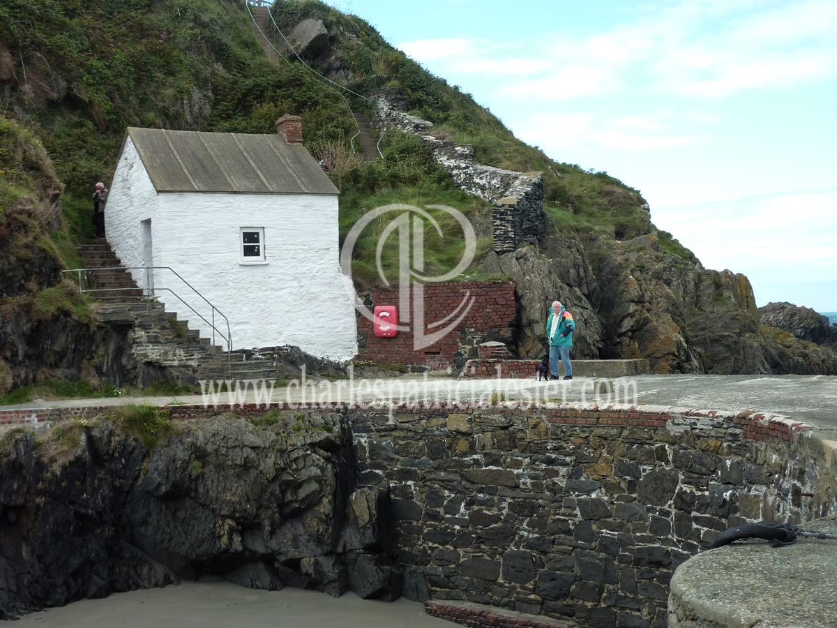 porthgain harbour wall